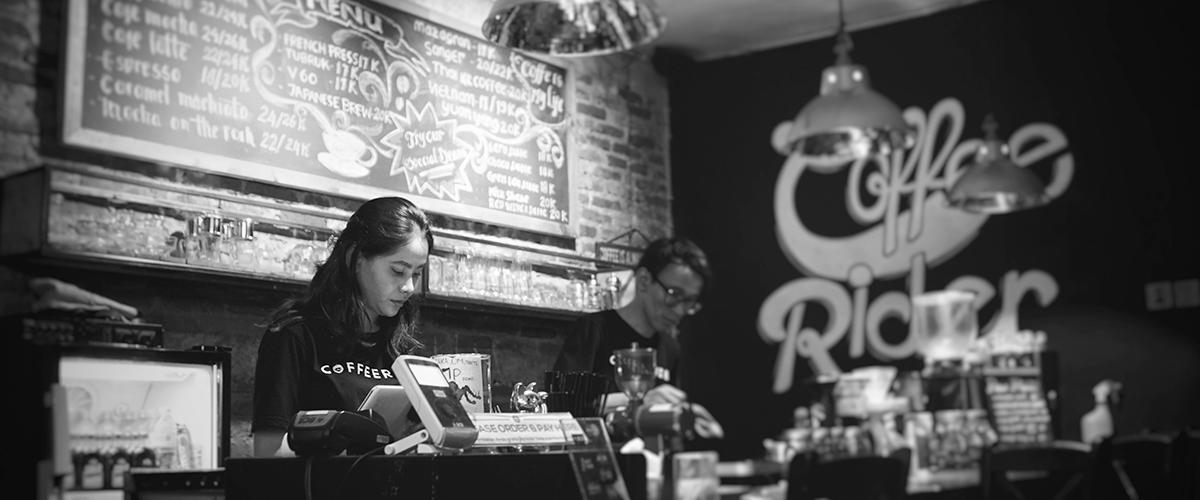 minimum wage bar staff at a cafe